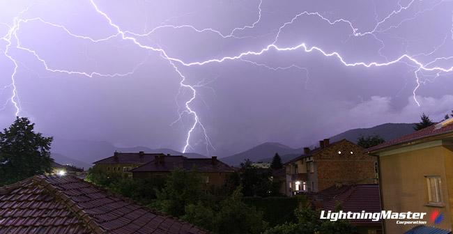 lightning-Strike-Survivors